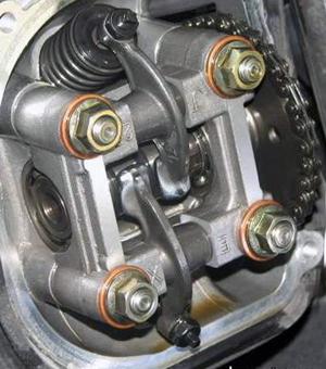 Как настроить клапаны на 4-тактном скутере Фото 5
